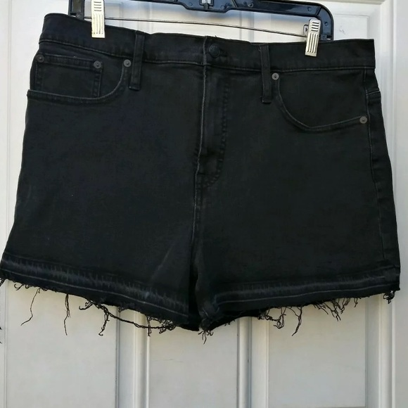 Madewell Pants - Madewell frayed distressed dark shorts sz 32